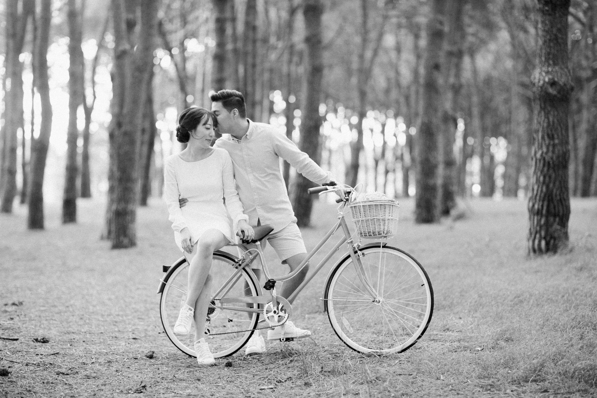 Anna + Nick : Bicycle Engagement | Centennial Park